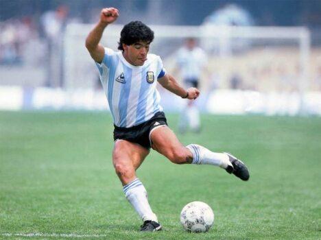 تنها بازیکن ایرانی که مارادونا را شکست داد!+عکس