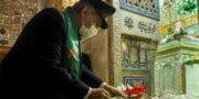 ویدئو / گلباران ضریح مطهر رضوی توسط خدام بارگاه امام مهربانی