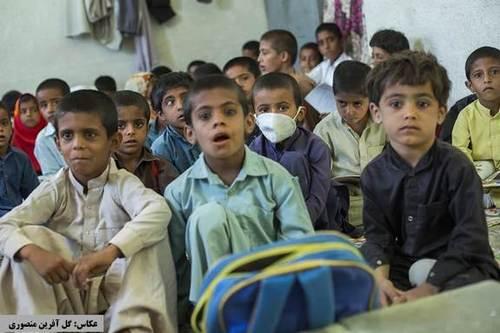 سیستان و بلوچستان؛ حضور دانش آموزان در کلاس درس در اوج کرونا (عکس)
