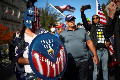 تظاهرات حامیان و مخالفان ترامپ در شهر واشنگتن دیسی/ رویترز