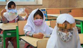 آغاز واکسیناسیون دانشآموزان ۱۲ تا ۱۸ سال از فردا/ واکسیناسیون دانشآموزان به منزله بازگشایی مدارس نیست