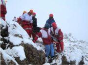 یافتن فرد مفقود شده در بهمن گلمکان توسط امدادگران و کوهنوردان اعزامی+ تصاویر